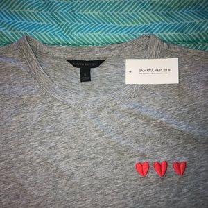 Banana Republic 3 Hearts Gray T-Shirt [Small]